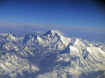 Flug nach Paro südlich vom Mount Everest und Lhotse