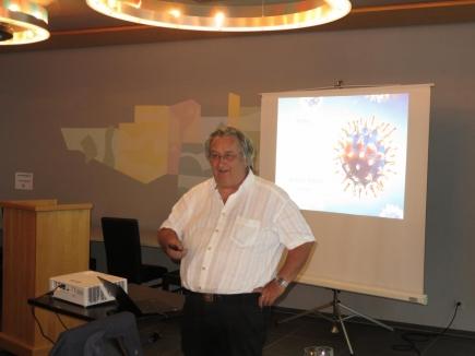 Prof. Dr. Beda Stadler bei seinen Ausführungen zu COVID-19