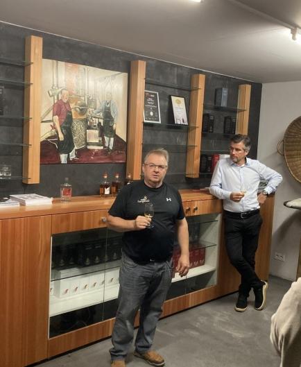 Freddy Lengen bei Vorstellen der verschiedenen Whisky's